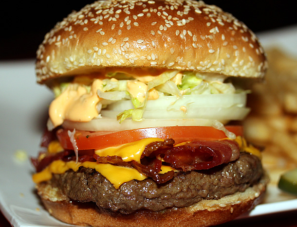 Nicky Rottens - Famous Rottens Burger